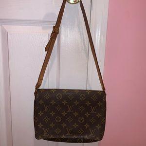 Louis Vuitton musette short strap